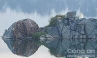 Nam thanh niên mặc quần jean chết đuối khi bơi ra mỏm đá giữa hồ 'tử thần'