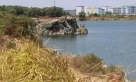 Khẩn cấp cứu hộ 4 người kẹt dưới Hồ Đá