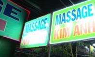 'Chân dài' ăn mặc hở hang massage cho khách rồi vào phòng kín bán dâm
