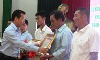 Trao Huân chương Dũng cảm cho thuyền viên tàu du lịch Phú Quý 2