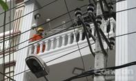 Ba công nhân bị điện giật bỏng nặng trong lúc lắp bảng quảng cáo