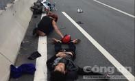Xe máy rượt đuổi nhau trên đường cao tốc, 2 người nhập viện