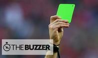 Nói sự thật, tiền đạo vô danh nhận thẻ xanh đầu tiên của bóng đá thế giới