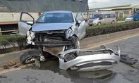 Xe tải húc ô tô vắt ngang dải phân cách, 3 người thoát chết