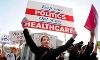"""Trump thay đổi quan điểm, chuyển sang """"rất thích"""" Obamacare"""