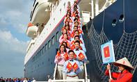 Tàu Thanh niên Đông Nam Á và Nhật Bản đến TP.HCM