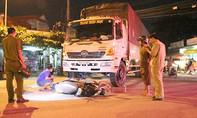 Tạt đầu xe tải, một cô gái bị tông nguy kịch