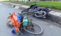 Xe máy tông đuôi xe đạp, hai người nhập viện cấp cứu