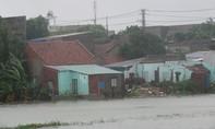 Phú Yên oằn mình trong mưa lũ