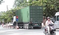 Người dân 'kêu trời' vì xe quá tải lưu thông vào giờ cao điểm trong thành phố