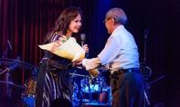 Hàng trăm khán giả đội mưa đi xem danh ca Thanh Tuyền hát