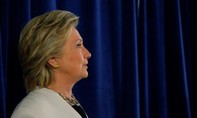 """FBI """"xóa án"""" bê bối email của bà Clinton"""