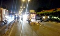 Hai sinh viên bị xe tải cán thương vong ở làn ô tô