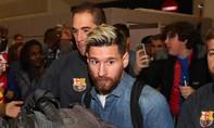 Barca chơi trội ở nước Anh: Đồng phục… denim