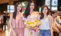 Top 20 Hoa hậu hòa bình quốc tế Nguyễn Thị Loan 'gây náo loạn' sân bay