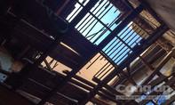 Sập mái nhà cổ 100 tuổi tại Sài Gòn