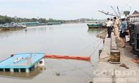 Sà lan chở 400 tấn thép chìm xuống sông