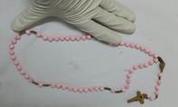 Tá hỏa phát hiện chuỗi hạt dài 80cm trong thực quản cụ bà 73 tuổi