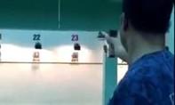 Hoàng Xuân Vinh trổ tài bắn tắt ngọn nến cách xa 10m