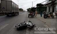 Xe lôi va chạm xe máy, người thương binh nguy kịch