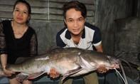 Câu được cá lăng đuôi đỏ 'khủng' trên sông Sêrêpốk