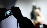 Nữ nhân viên Bộ Nội vụ Bỉ bị đình chỉ vì chụp ảnh nude tại nơi làm việc