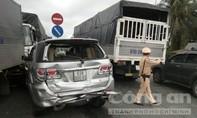 QL1A ùn tắc gần 5km do 4 ô tô tông liên hoàn