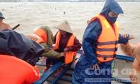 Lực lượng Công an đưa một sản phụ 'vượt cạn' trong mưa lũ
