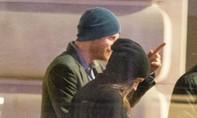 Hoàng Tử Harry xuất hiện tình tứ với bạn gái ở trung tâm London