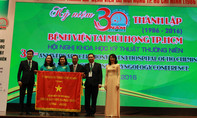 UBND TP.HCM tặng cờ truyền thống cho Bệnh viện Tai Mũi Họng