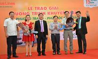 Hãng xe Phương Trang trao 2 xe ô tô cho hành khách