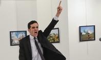 Phóng viên chụp hình hung thủ bắn đại sứ Nga: Vì sao tôi không chạy?