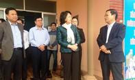Thăm hỏi và tặng quà cho bà con chịu thiệt hại lũ ở Quảng Nam