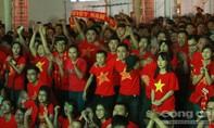 """Hàng ngàn bạn trẻ """"tiếp lửa"""" cho đội tuyển Việt Nam"""