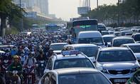 Xe container gặp sự cố, cửa ngõ phía Đông Sài Gòn 'tê liệt'