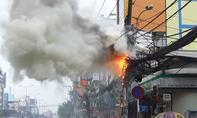 Trụ điện cháy rực trên đường phố Sài Gòn