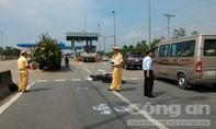 Thiếu nữ bất tỉnh sau khi va chạm với xe tải trên đường dẫn cao tốc
