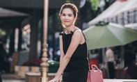 'Nữ hoàng nội y' Ngọc Trinh rạng rỡ trên đường phố Sài Gòn