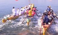 Người dân vùng lũ mở hội đua thuyền trên dòng Thạch Hãn