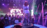 'Chân dài' Vương Thu Phương khoe thân hình nóng bỏng, sexy khi múa cột