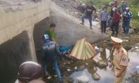 Chạy xe máy vào Nam, thanh niên rơi xuống cống tử vong