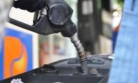 Giá xăng trong nước giảm mạnh, RON 92 được bán 13.750 đồng/lít