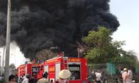 Cháy lớn tại vựa vỏ xe ô tô ở Bình Dương
