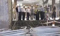 Chủ tịch UBND TPHCM xuống ga Metro chúc Tết công nhân