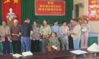 Báo CATP tặng quà Tết cho người nghèo Bến Tre