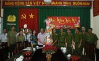 Lãnh đạo TP.HCM đi thăm, chúc tết các đơn vị công an và mẹ VNAH