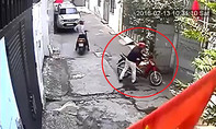 Clip tên trộm bẻ khóa xe máy trong 5 giây