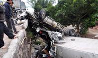 Chỉ trong 7 ngày, 3 xe container lao xuống vực tại đầu cầu Hà Tràng