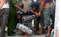 Quần chúng tóm 3 tên cướp giật giao công an