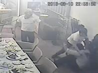 Chủ nhà hàng bị giang hồ đâm gục, thực khách chạy tán loạn